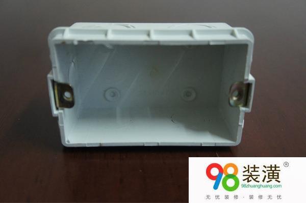 太仓插座暗盒怎么安装 插座暗盒接线注意事项