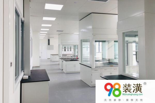 实验室装修公司怎样挑选 实验室操作台的重要作用