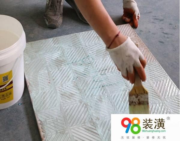 瓷砖上的胶怎么去除 瓷砖背胶施工要注意什么